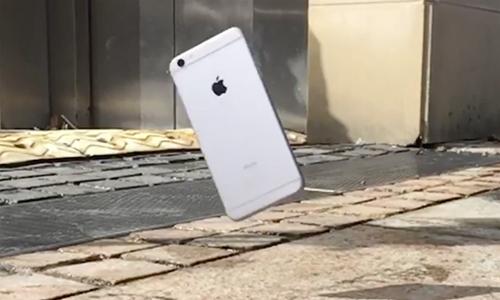 iphone-roi-tu-do-cao-300-met-van-hoat-dong