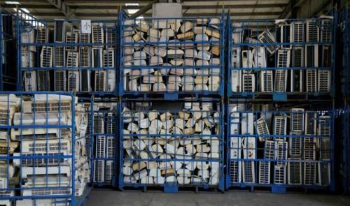 Kho máy điều hòa tái chế nằm trong một chương trình do chính phủ tài trợ tại thị trấn Guiyu, tỉnh Quảng Đông, Trung Quốc. Ảnh: Reuters