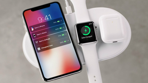 Năm ngoái Apple cũng ra mắt bộ sạc không dây sạc được nhiều thiết bị cùng lúc dù tích hợp khả năng sạc không dây cho smartphone muộn hơn nhiều Samsung.