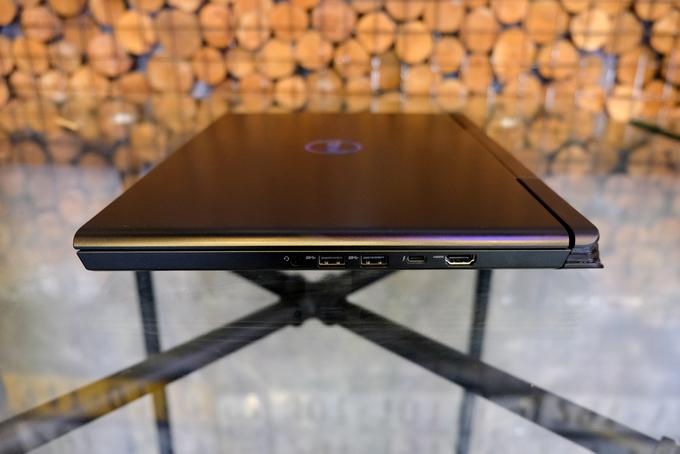 Laptop chơi game có cảm biến vân tay, giá từ 26 triệu đồng