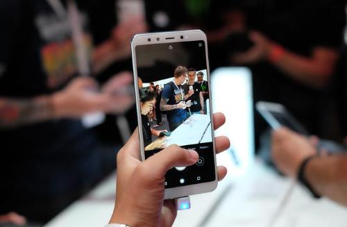 Điểm ấn tượng nhất trên cả 2 smartphone này là đều chạy chip Snapdragon mạnh so với cùng phân khúc giá.