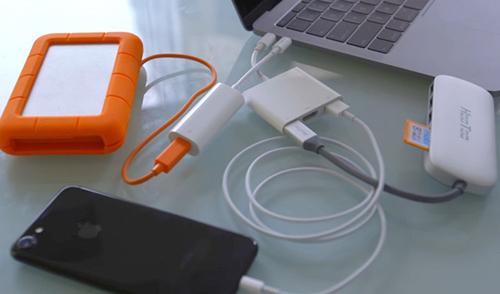 Khi chuyển sang USB-C, người dùng phải mua cả tá phụ kiện để dùng với MacBook mới.
