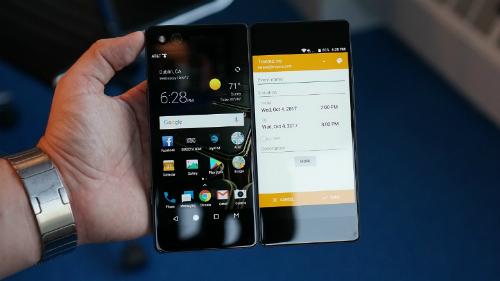 Điện thoại hai màn hình Axon M của ZTE.