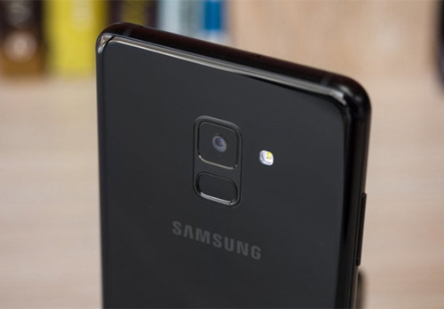 A9 Pro được định hướng cao cấp hơn A8(trong ảnh)nhưng thấp hơn Galaxy S9.