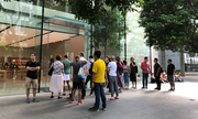 3,4 triệu đồng cho một vị trí xếp hàng mua iPhone Xs tại Singapore