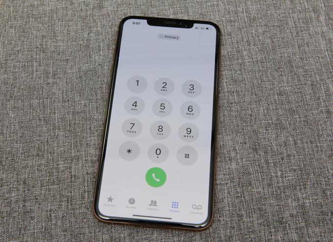 Dùng thử iPhone 2 sim đầu tiên ở Việt Nam