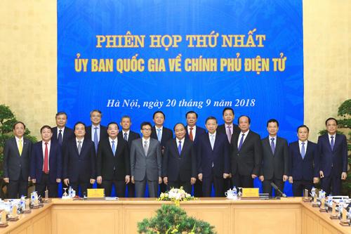 Các thành viên Uỷ ban Quốc gia về Chính phủ điện tử. Ảnh: Thống Nhất