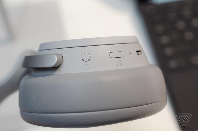 Microsoft ra tai nghe không dây chống ồn