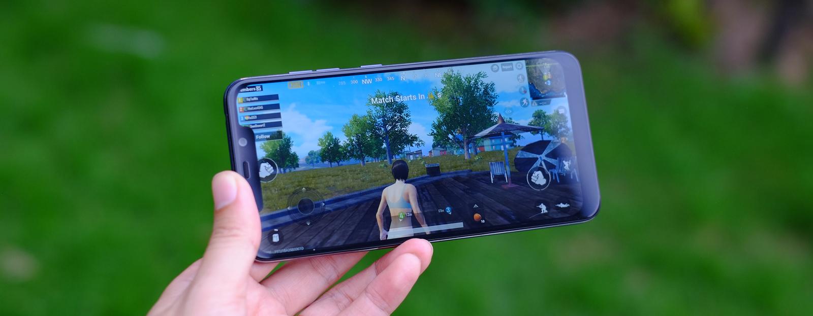 Xiaomi Pocophone F1 - vô địch về cấu hình trong tầm giá 7,9 triệu đồng