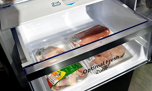 Ngăn cấp đông mềm (Optimal Fresh Zone) giúp bảo quản thịt, cá mà không phải rã đông khi chế biến.