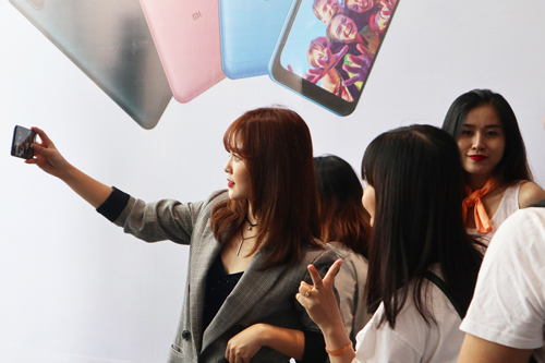 smartphone-xiaomi-lap-ky-luc-chup-selfie-nhanh-tai-viet-nam