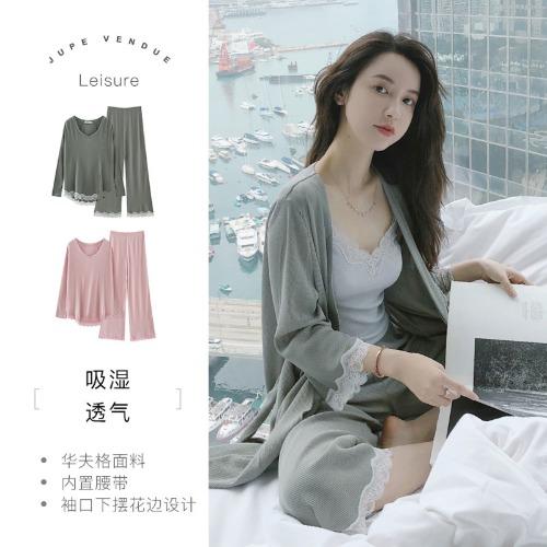 KOL Zhang Dayi tự thiết kế và bán ra các sản phẩm của chính mình trên mạng Internet.