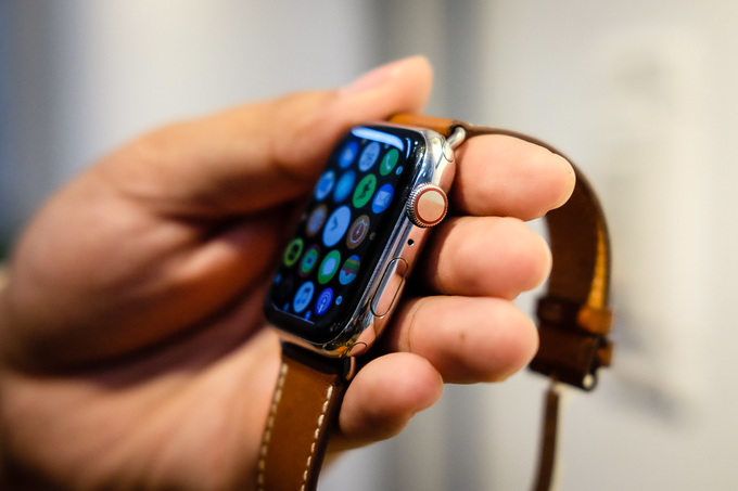 Apple Watch có phiên bản đắt hơn iPhone XS Max