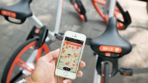 Quét mã QR để sử dụng dịch vụ chia sẻ xe đạp ở Trung Quốc. Ảnh: CCTV