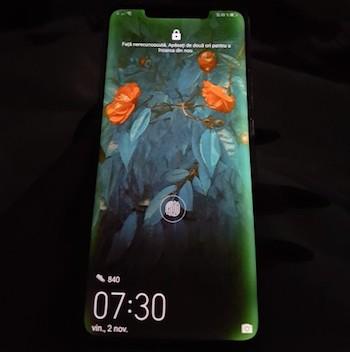 Một chiếc Mate 20 Pro bị lỗi màn hình. Ảnh: GSMArena.