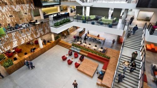 Trụ sở các công ty công nghệ Mỹ thành điểm du lịch - 3