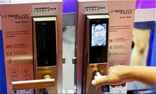 Ổ khóa thông minh tích hợp công nghệ nhận dạng khuôn mặt. Ảnh: China News Service