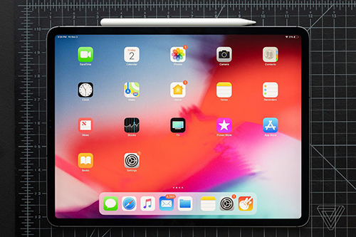 iPad Pro mới có kích thước màn hình tương đương các mẫu laptop hiện nay. Ảnh: Verge.