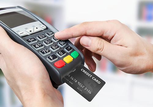 Thanh toán bằng máy POS đang trở nên phổ biến.