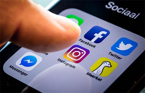 Instagram được yêu thích không kém Facebook và Twitter.