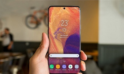 galaxy-a8s-lo-anh-voi-camera-dat-trong-man-hinh