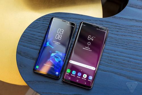 Màn hình OLED cong được Samsung sử dụng chủ yếu trên smartphone Galaxy cao cấp.
