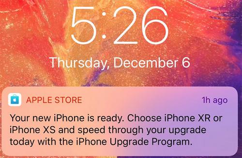 Lời mời nâng cấp iPhone xuất hiện trên màn hình khóa.