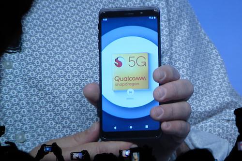 Smartphone 5G sẽ được thương mại từ đầu 2019. Ảnh: Đình Nam.
