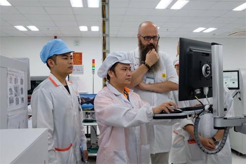 Các kỹ sư Việt thu nạp kiến thức nhanh khi làm việc với chuyên gia nước ngoài.