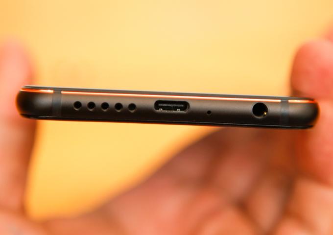 Vsmart Active 1+ - smartphone tai thỏ giá 6,3 triệu đồng