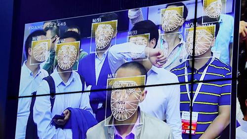 Nhận diện khuôn mặt ngày một phổ biến tại Trung Quốc. Ảnh: Reuters.