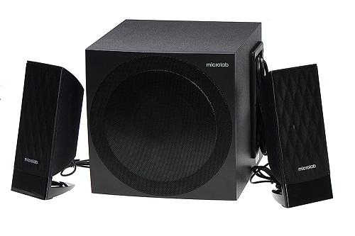Loa Microlab M300BT/2.1 (907.500 đồng) được tích hợp khả năng lọc âm, giảm thiểu độ nhiễu của âm thanh đồng thời cho ra chất âm ấm, độ chi tiết cao khi nghe, phù hợp với các giai điệu ngọt ngào của nhạc xuân.