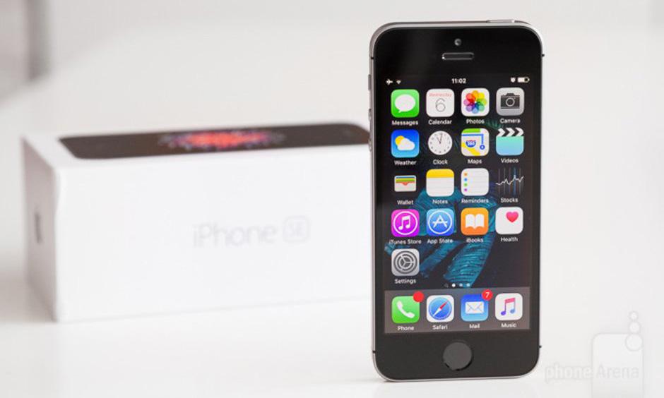 iPhone SE vừa 'xả kho' đã hết hàng