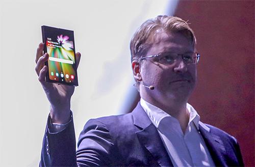 Smatphone gập của Samsung có thể đắt gấp đôi iPhone XS - Ảnh 1