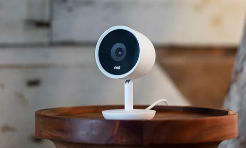 Một mẫu camera an ninh của Nest. Ảnh: Verge.