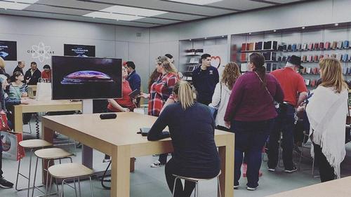 Thay vì bảo hành, Apple khuyên khách hàng đổi iPhone mới - ảnh 1