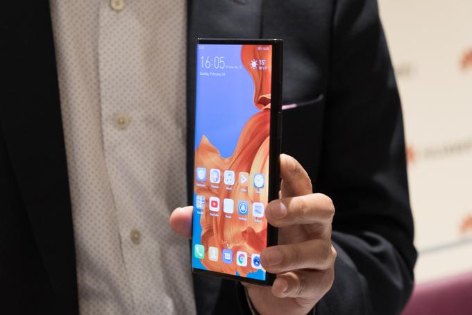 Mate X - smartphone màn hình gập đầu tiên của Huawei