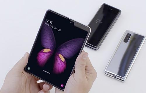 Ngoài Galaxy Fold, Samsung có thể ra hai smartphone gập khác.