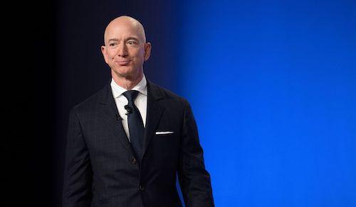 Các điều tra viên cho rằng điện thoại của CEO Amazon Jeff Bezos đã bị hacker Arab Saudi tấn công để đánh cắp tin nhắn riêng tư. Ảnh: AFP