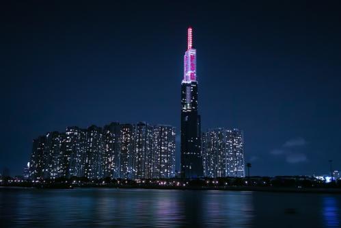 Huawei đã có màn trình diễn ánh sáng ngoạn mục tại toà nhà cao nhất Việt Nam để chào mừng sự ra mắt của siêu phẩm Huawei P30 Series
