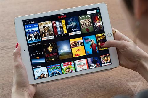 Netflix bất ngờ tỏ ra cứng rắn với Apple khi chặn hỗ trợ AirPlay. Ảnh: Verge