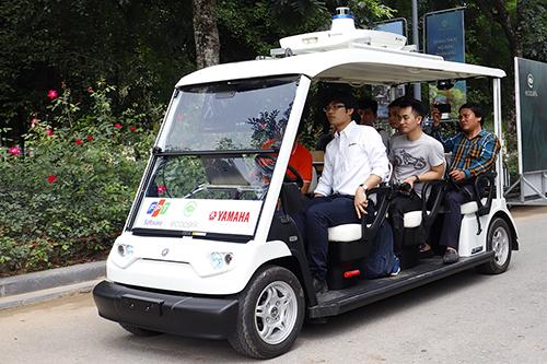 Mẫu xe điện Yamaha hợp tác với FPT vận hành trong khu đô thị Ecopark.
