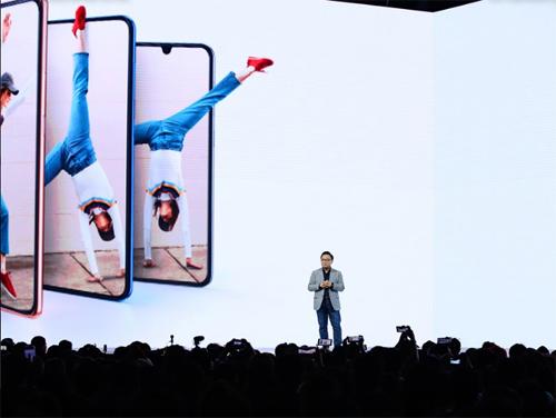 CEO Samsung DJ Koh trong sự kiện A Galaxy Event.