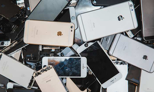 Hàng chục nghìn iPhone còn tốt phải bỏ đi mỗi năm - Ảnh 1