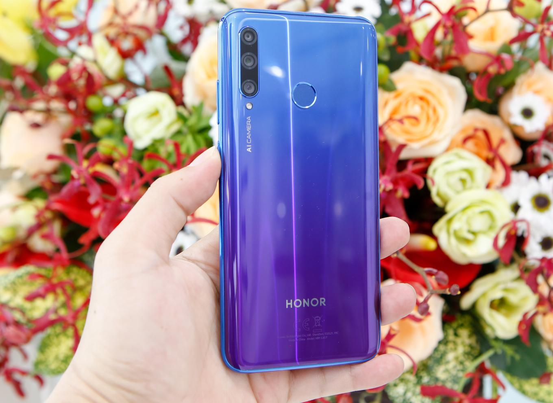 Honor 20 Lite - smartphone có camera selfie 32 'chấm'