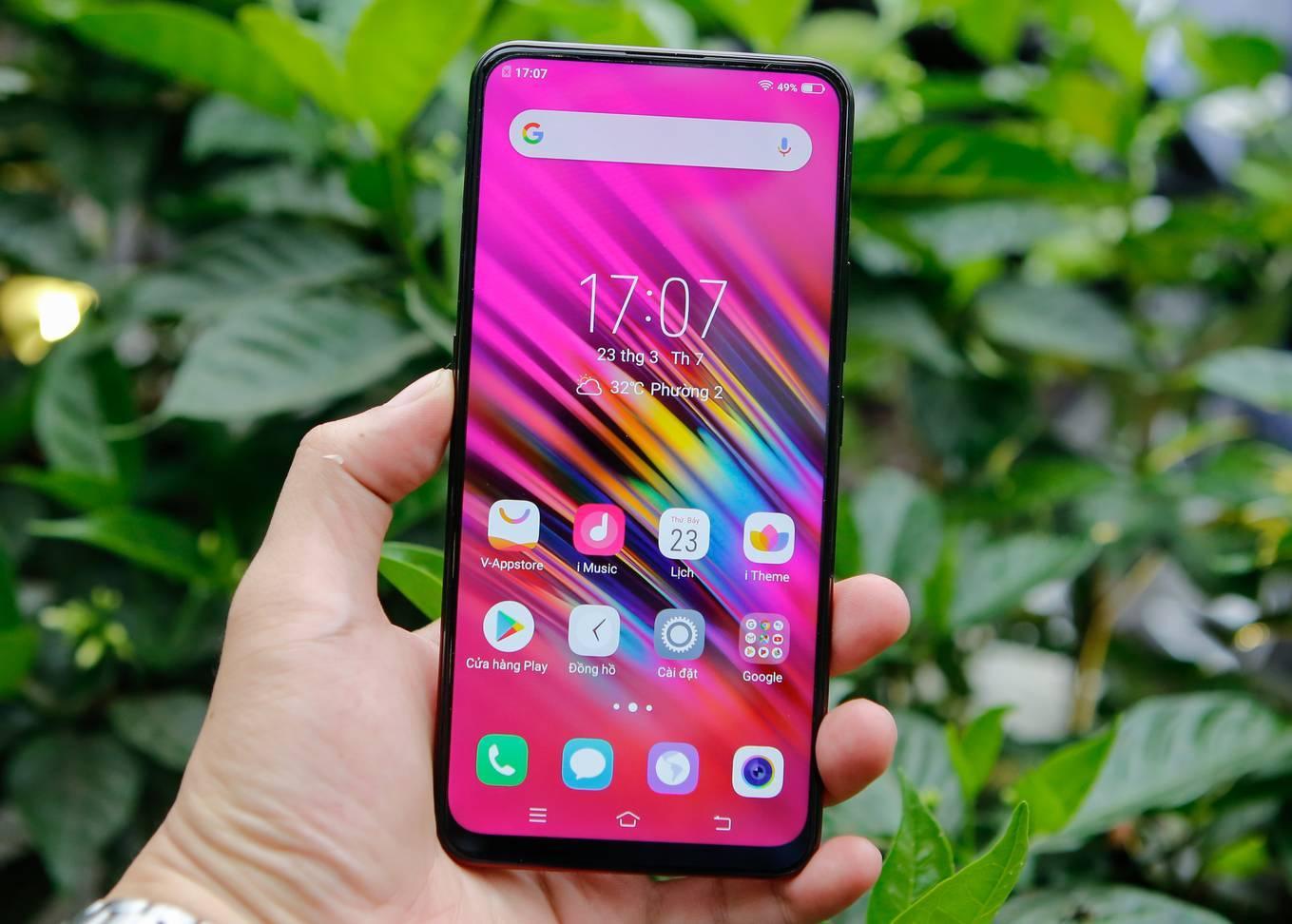 7 smartphone tầm trung nổi bật mới về Việt Nam