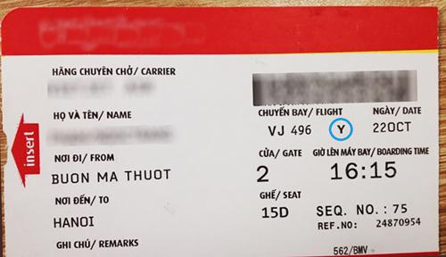 Việc đăng thông tin vé máy bay lên mạng xã hội là không nên. Ảnh: Minh Khôi.