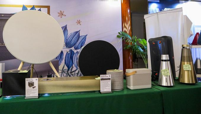Loa kiểu dáng lạ chiếm ưu thế tại triển lãm âm thanh di động Sài Gòn