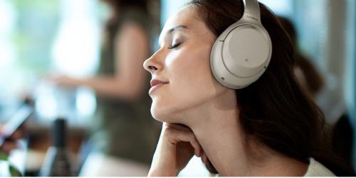 Tai nghe chống ồn WH-1000XM3 được nhiều người trẻ lựa chọn.