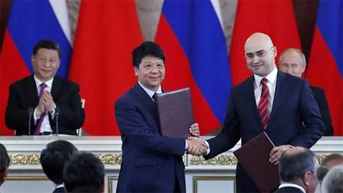 Huawei và MTS ký thỏa thuận hợp tác về 5G. Ảnh: AFP.